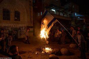 عکس/ آتش زدن پرچم رژیم صهیونیستی توسط یهودیان
