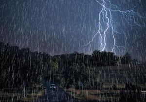 هواشناسی ایران ۱۴۰۰/۰۲/۱۵| بارش باران و وزش باد شدید ۵ روزه در برخی استانها/ هشدار امواج ۳ متری در سواحل شمالی و جنوبی