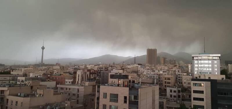 ابرهای تیره در آسمان تهران