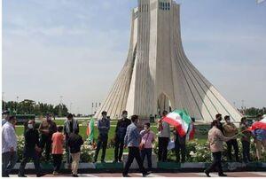 عکس/ تشکیل حلقه انسانی دور میدان آزادی در روز قدس