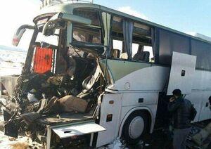 برخورد اتوبوس با تریلر در قم با ۹ کشته و زخمی