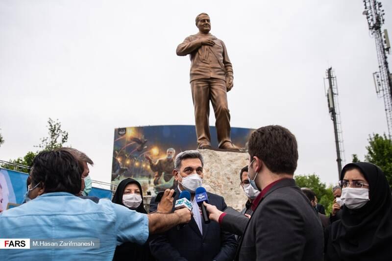 پیروزحناچی شهردار تهران در جمع خبرنگاران