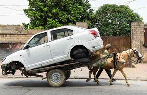 عکس/ انتقال عجیب یک خودرو با گاری