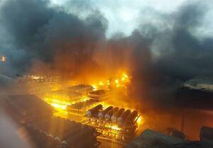 انفجار و آتشسوزی گسترده در شرکت تولیدی شوینده تاژ / یکی از سولههای شرکت کاملاً از بین رفت