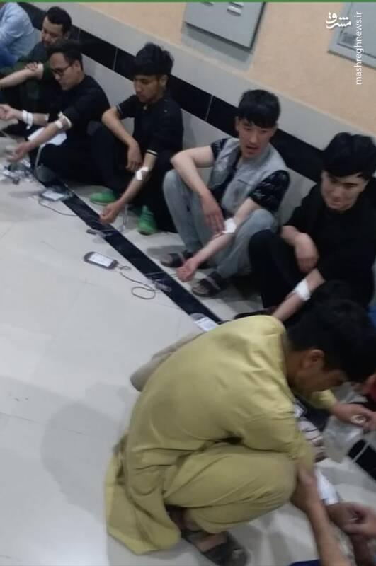 عکس/حضور جوانان کابل برای اهدای خون به زخمیان حمله تروریستی به مدرسه سیدالشهداء