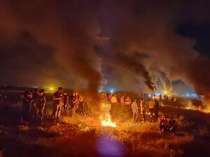 عکس/ آتش شبانه فلسطینیها در نوار غزه
