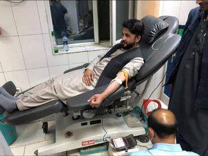 عکس/ اهدا خون توسط اهل سنت به زخمیان حمله تروریستی