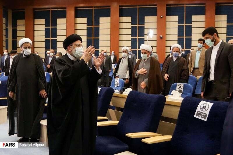 ورود آیت الله رئیسی به مراسم دیداربا قضات وکارکنان دستگاه قضایی استان همدان