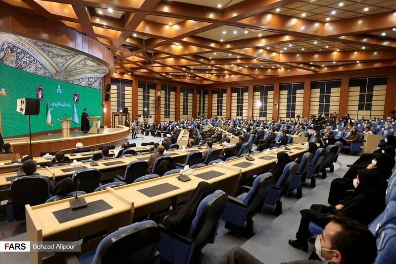 سخنرانی آیت الله رئیسی در مراسم با قضات وکارکنان دستگاه قضایی استان همدان