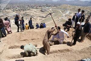 خاکسپاری شهدای حمله به مدرسه دخترانه کابل