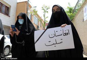 عکس/ تجمع دختران مشهدی در محکومیت حمله تروریستی کابل