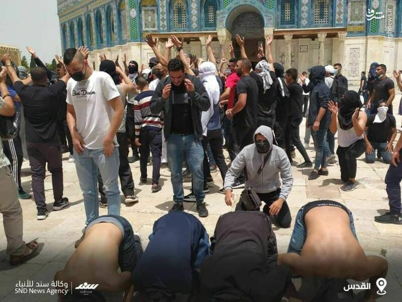 سجده شکر روزه داران فلسطینی پس از شکست اشغالگران