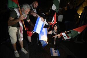 عکس/ آتش زدن پرچم اسرائیل در لبنان