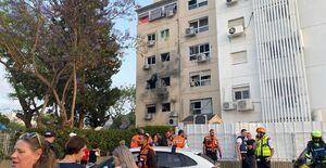 لحظه اصابت موشک مقاومت فلسطین به برج ۱۵ طبقه در عسقلان+ فیلم