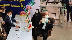 عکس/ حسین دهقان و همسرش در ستاد انتخابات