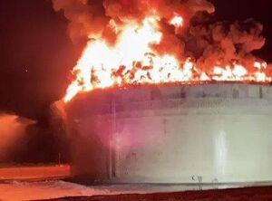 عکس/ اصابت راکت به تاسیسات نفتی صهیونیستها