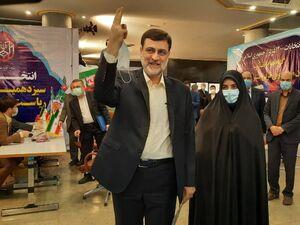 عکس/ قاضیزاده هاشمی در انتخابات ۱۴۰۰ ثبت نام کرد