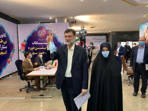 عکس/ قاضی زاده هاشمی همراه با دخترش در وزارت کشور