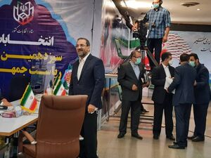 عکس/ محمد عباسی در انتخابات ثبتنام کرد
