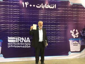 عکس/ نام نویسی قدیری ابیانه دیپلمات سابق در انتخابات
