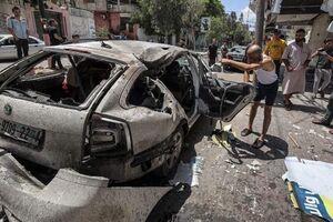 عکس/ اصابت موشک صهیونیستها به خودرو خانواده فلسطینی
