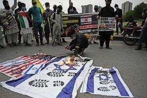 عکس/ پرچم اسرائیل زیر پای مردم پاکستان