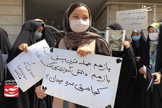 پلاکارد قابل تامل در دستان یک خانم افغانستانی+ عکس