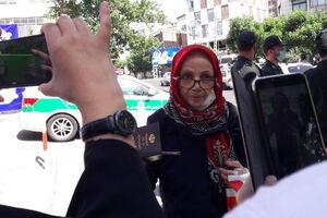عکس/ ثبت نام پیرزن ۷۳ ساله در انتخابات