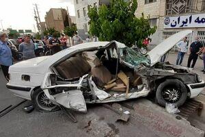 عکس/ تصادف مرگبار یک خودرو با تیر چراغ برق
