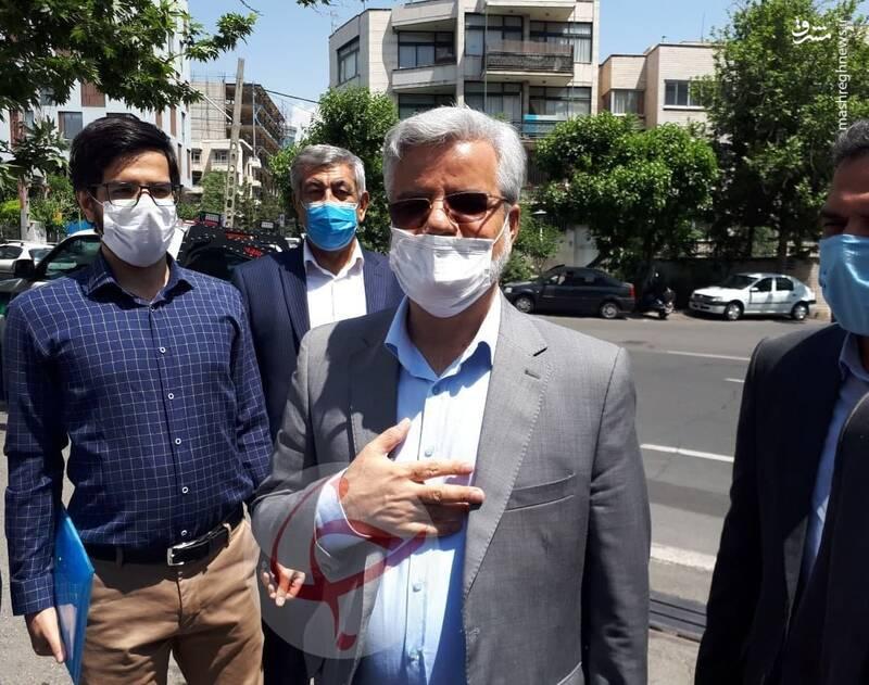 رونمایی یک نامزد از طرح بنزین ۲۰ هزار تومانی/  داوطلبی که با کبوتر سفید آمد!/ آغاز ثبت نام های فله ای/ استاندار روحانی ثبت نام کرد  + عکس و فیلم