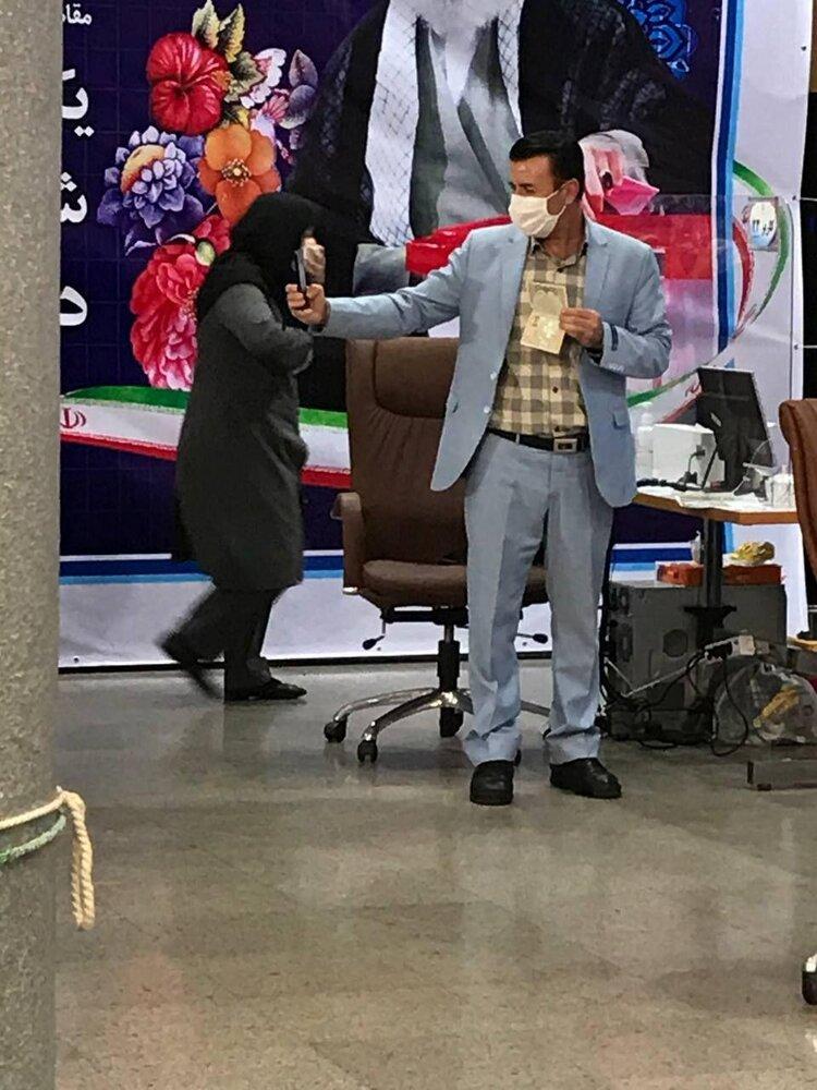 قائم مقام سابق وزیر کشور ثبت نام کرد/ رئیس کمیسیون انرژی مجلس آمد/ سخنان جنجالی یک نامزد: زنان نباید کار کنند!/ محکوم امنیتی ثبت نام کرد + عکس و فیلم