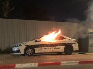 خودروی پلیس رژیم صهیونیستی در شعله های آتش