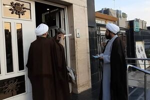 طلاب مشهدی ۸ زندانی بدهکار را با هدیه نامتعارف رئیس جمهور آزاد کردند - کراپشده