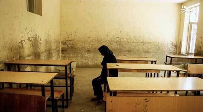 مریم در کلاس خالی نشسته بود و فریاد میزد. او میگفت در نبود هم کلاسی هایم چطور به درس هایم ادامه دهم. آیا میشود با این کلاس خالی درس خواند؟