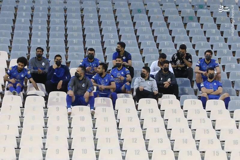 عکس/ نمایی از نیمکت بازیکنان ذخیره استقلال