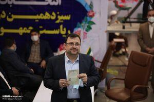 عکس/ ثبتنام دبیر شورایعالی فضای مجازی در انتخابات
