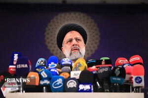 عکس/ لحظه ثبت نام رئیسی در انتخابات ۱۴۰۰