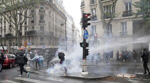 اعتراض در پاریس با زباله!+ فیلم