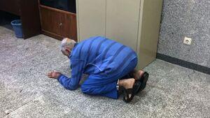 عکس/ پدر بابک خرمدین در دادسرا صحنه عجیبی را رقم زد