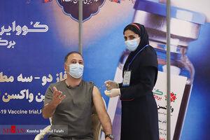 عکس/ مجری معروف صدا و سیما واکسن زد