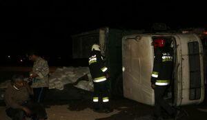 حادثه عجیب در اصفهان؛ ۳ کامیون همزمان واژگون شدند