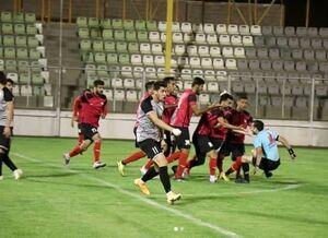 کتککاری با داور در لیگ دسته دوم بعد از اشتباهات به سود تیم میزبان (عکس)