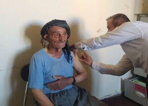 پیرمرد ۱۱۹ ساله اهل بانه واکسن کرونا دریافت کرد