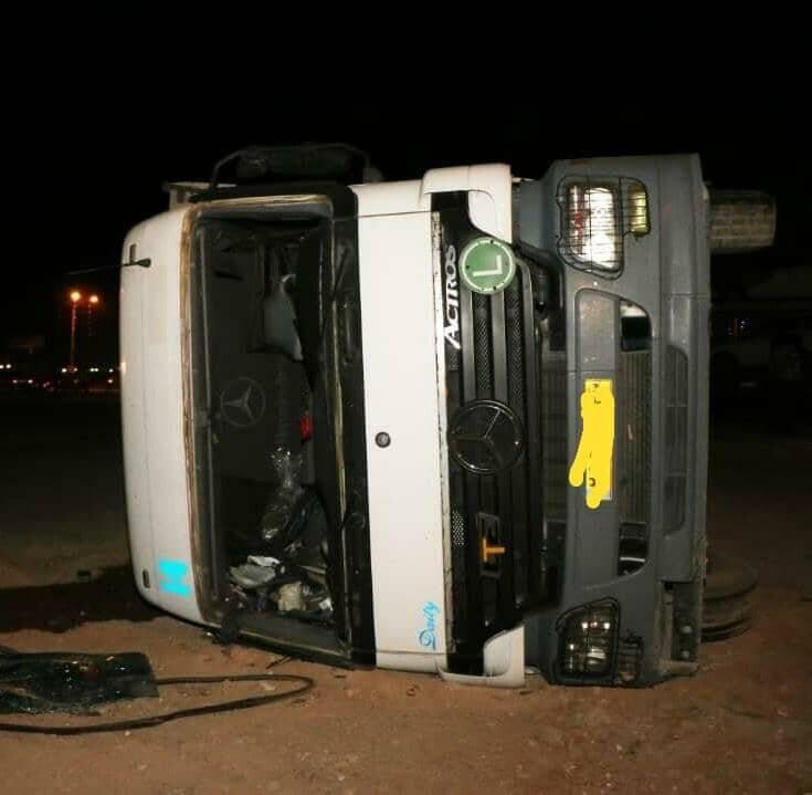 حادثه عجیب ترافیکی در اصفهان /۳ کامیون همزمان واژگون شدند