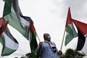 تجمع مقابل سفارت آمریکا در تونس با عکس شهید سلیمانی