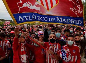 عکس/ هواداران تیم اتلتیکو قهرمانی این تیم را جشن گرفتند