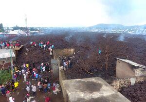 خانههای صدمه دیده از گدازههای آتشفشان