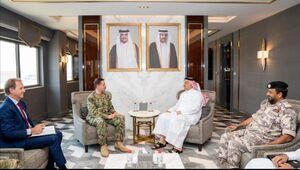 دیدار وزیر دفاع قطر با فرمانده نیروی دریایی آمریکا
