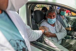 عکس/ واکسیناسیون خودرویی کرونا در یزد