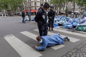 عکس/ اعتراض پرستاران فرانسوی به شرایط بد کاری